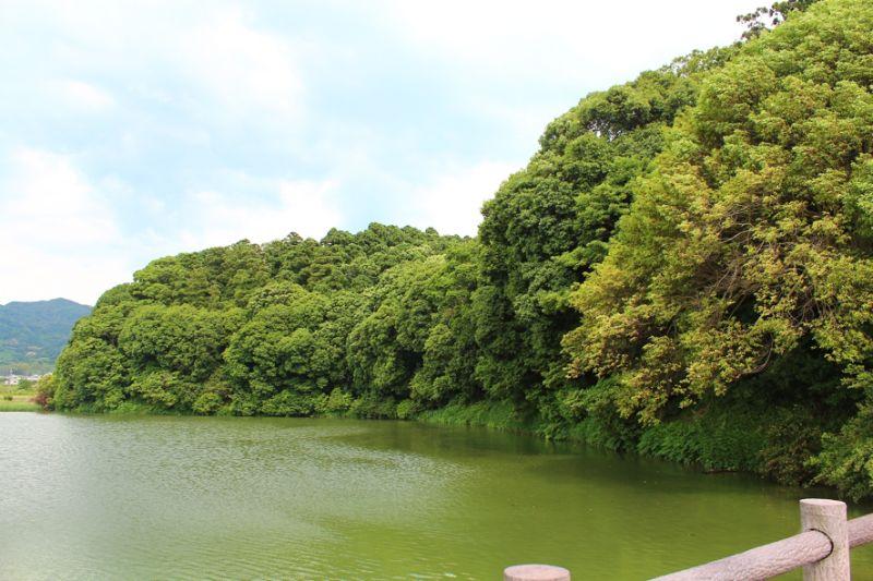 日本最初の前方後円墳とされる奈良県桜井市箸墓古墳