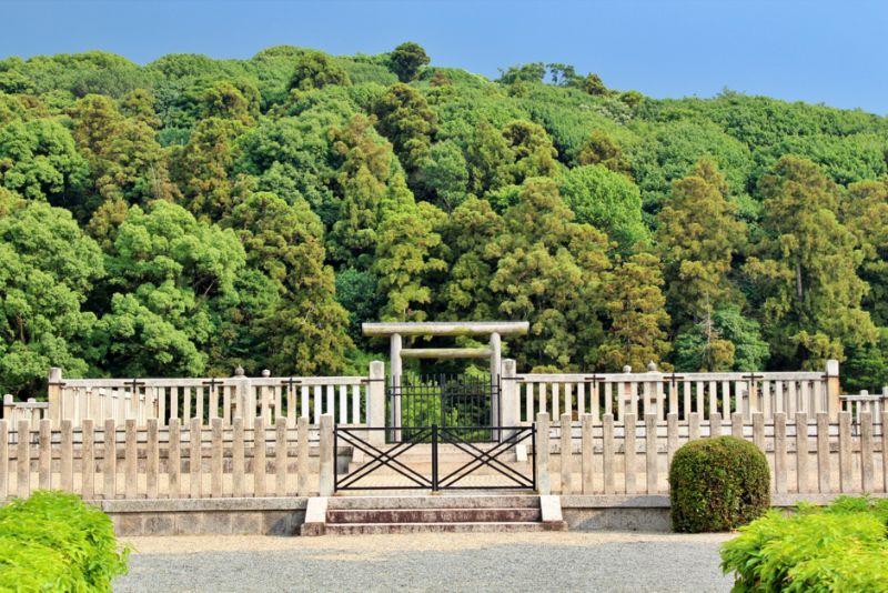 日本で2番目の規模を誇る誉田御廟山古墳426m