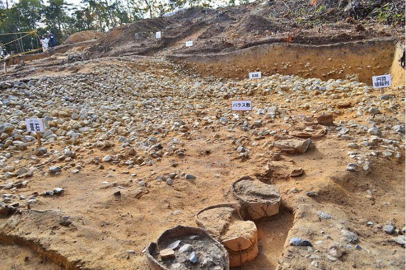 奈良市富雄丸山古墳で検出された埴輪列